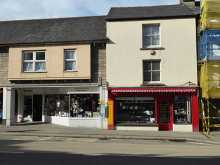 A period shop with stylish and spacious living accommodation in a prime location...